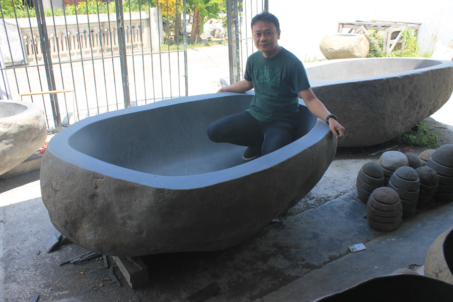 Indonesia River Stone Bathtub – Nature-Inspired Bathroom Decor Ideas 2019